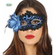 Modrá maska s peřím