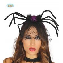 Fialový pavouk na sponě