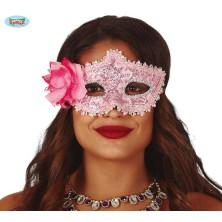 Růžová maska s květinou