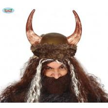 Helma viking s kožešinou a rohy
